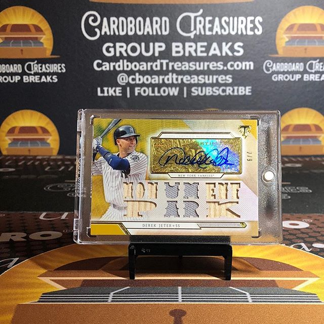 Highlights from our first 2018 @topps #triplethreads #casebreak. #derekjeter 2/9, @ihapp_1 white whale 1/1, #jacobdegrom @nsyndergaard @mconforto8 08/36, #adamjones #mannymachado @treymancini 3/3. #groupbreaks #thehobby #baseballcards #collect