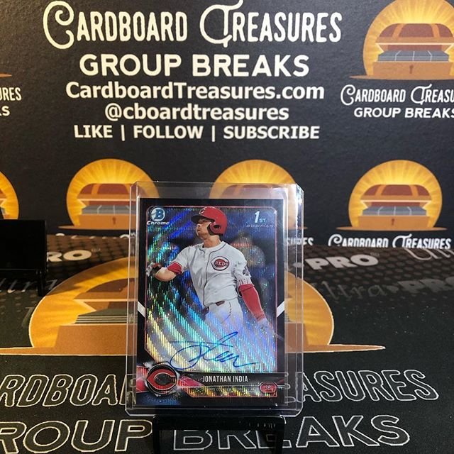 Cara landed this monster #1of1 @jonathan_india black wave refractor autograph during tonight's 2018 @bowmandraft #groupbreak. Congrats!!! #groupbreaks #thehobby #collect #boxbreak #jonathanindia #prospect #baseballcards #cincinnatireds
