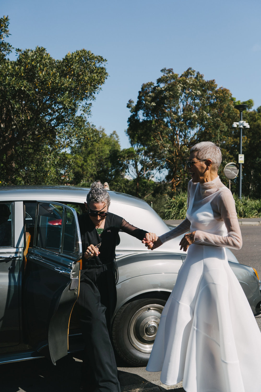 Brides arriving at their wedding at The Royal Botanic Gardens