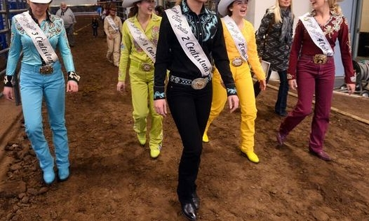 At larger and state pageants, monochromatic horsemanship outfits are typical. Choose a color that looks nice on you and showcase your personality.