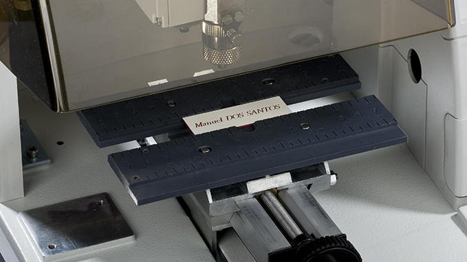 Engraving of plaques and labels with the M20 Machine