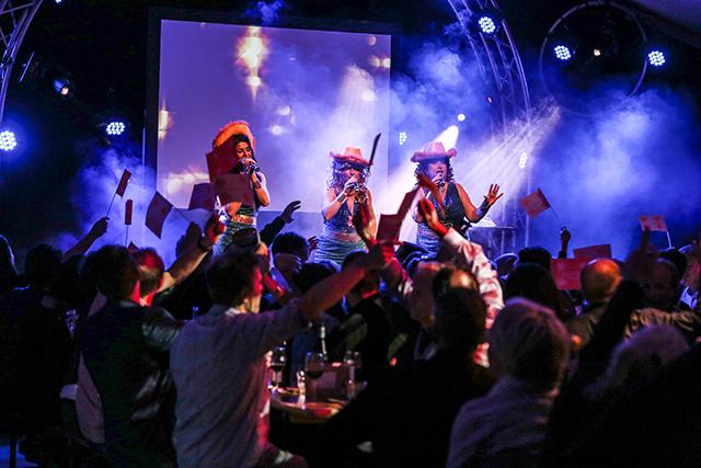 DE ANITAAS 18.00-20.00 uur Inmiddels berucht in Gouda: De Anitaas. Geen feest is meer veilig met deze drie diva's. Topentertainment in smartlappenstijl!