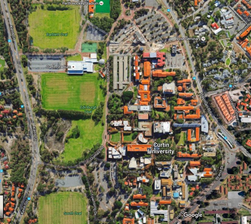 Veduta del campus universitario della Curtin. Notare in alto a sinistra lo Stadium per le partite di Quiddich.