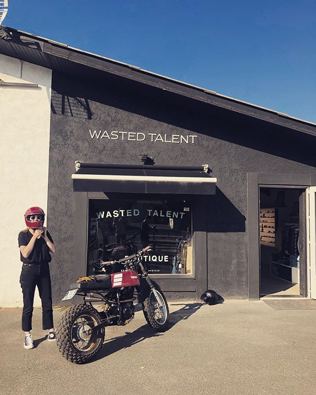 @wastedtalentmag visit for a burn on the 125 Yam - @emmalinzel for #spokeandstringerjournal with @alex_casado #rideculture #hossegor