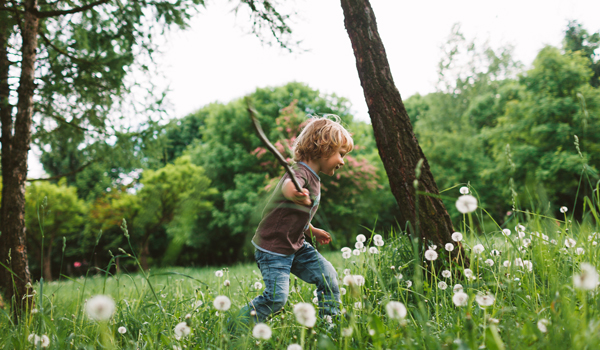 KIDS OUTSIDE - Discover some great outdoor activities for kids to get them outside and energised!