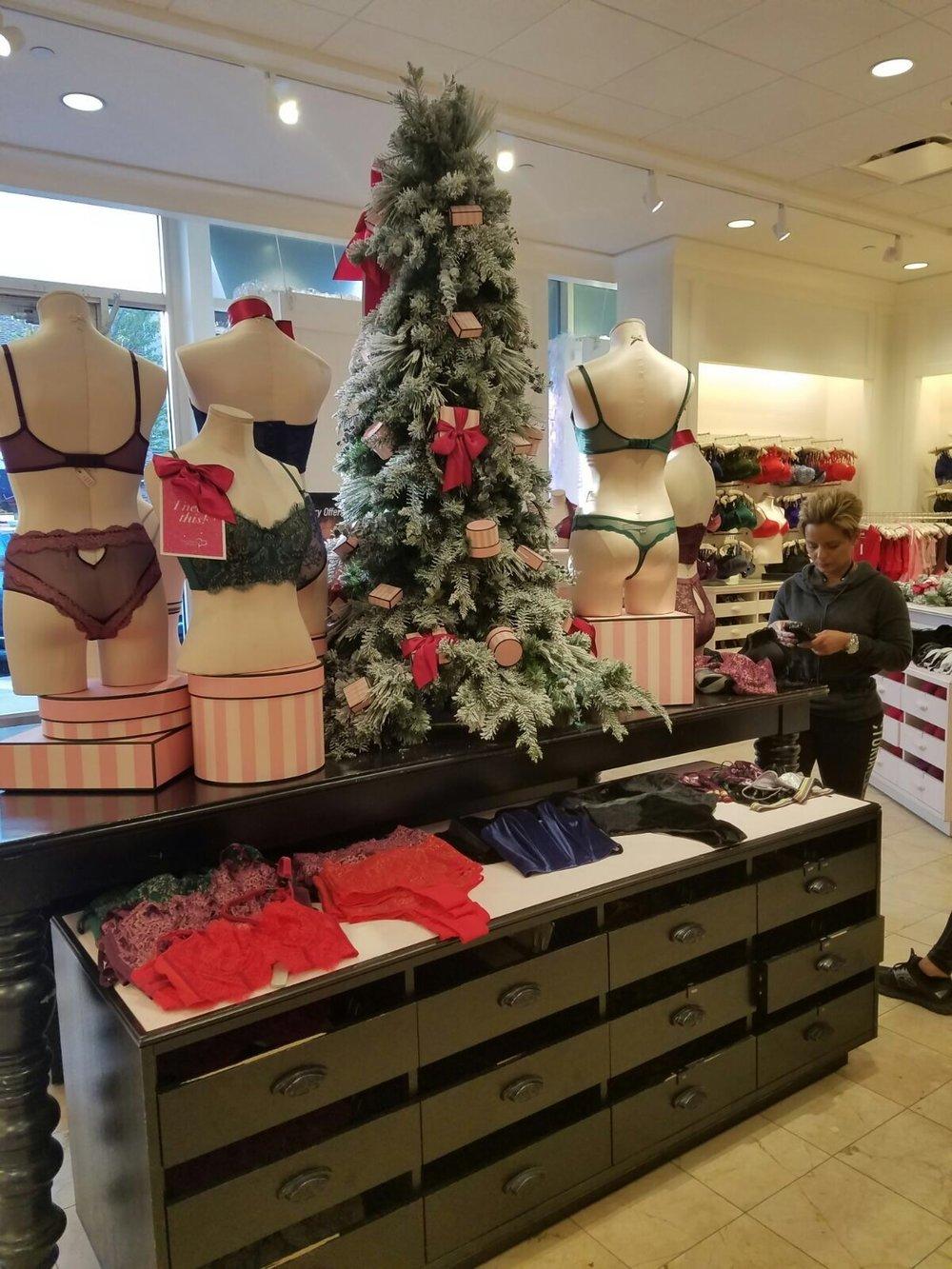 Custom Silk Bows on Christmas Tree