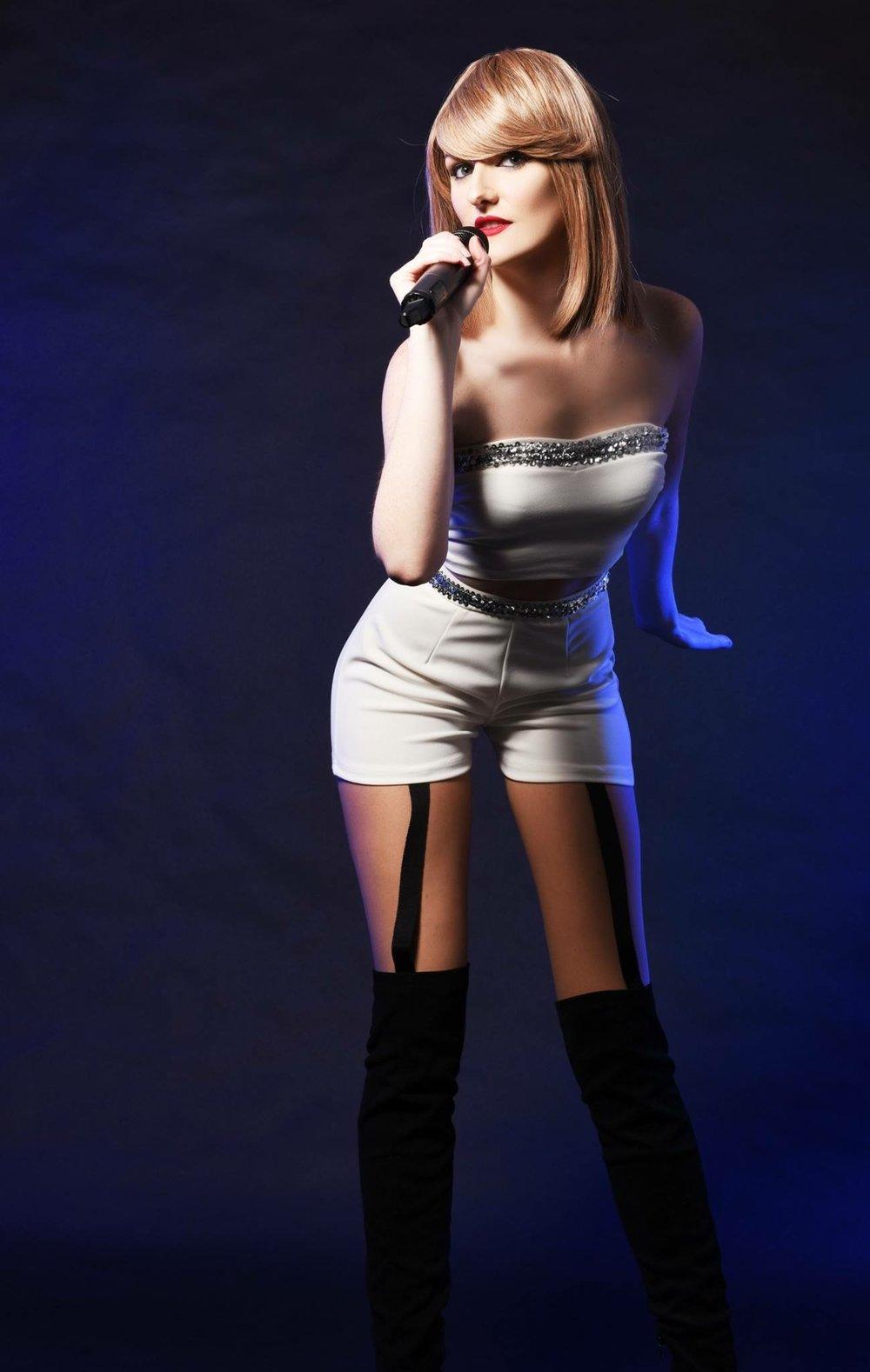 Taylor Swift1 xsp.co.uk.jpg