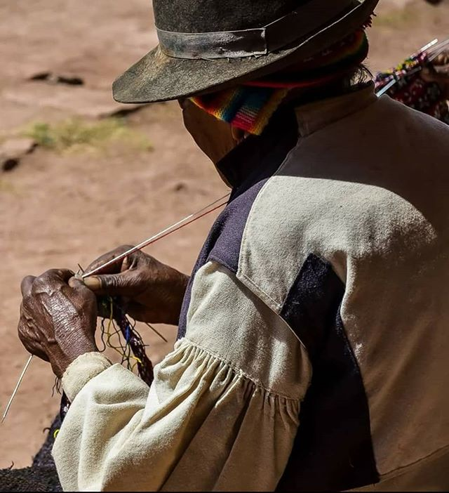 When the energy left on 70+ yo old hard working hands is just perfect to knit magnificent tapestries instead of agricultural chores in the community. • • • • • •  #followthepaths #travel #travelgram #hiking #peru #landscape #nativepaths #nofilter #adventure #trip #outdoors #exploring #passionpassport #instatravel #instamood #art #wanderlust #wilderness #photooftheday