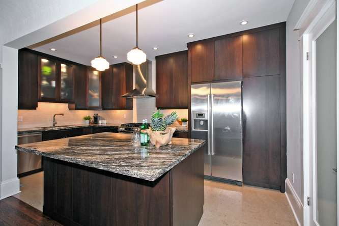 26 Fairview Blvd Toronto ON-small-015-12-KitchenBreakfast Bar-666x444-72dpi.jpg