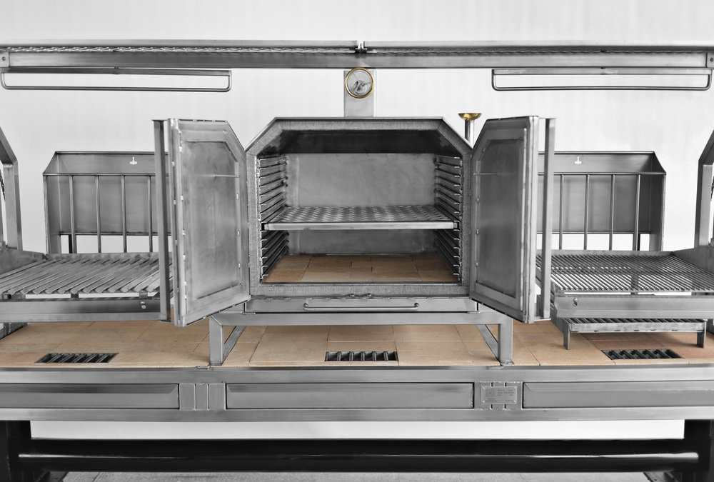 The oven is a separate unit which can be removed and placed elsewhere for events or in case more cooking space is needed. The oven is insulated with ceramic fire wool and have a stone bed for pizza and bread making. Grills gratesinterchangeable between the oven and the two towers.