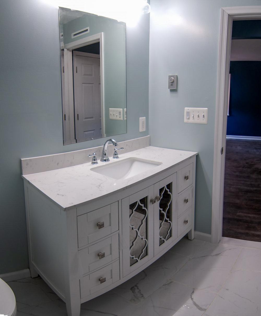 2913 Main master bath pano.jpg
