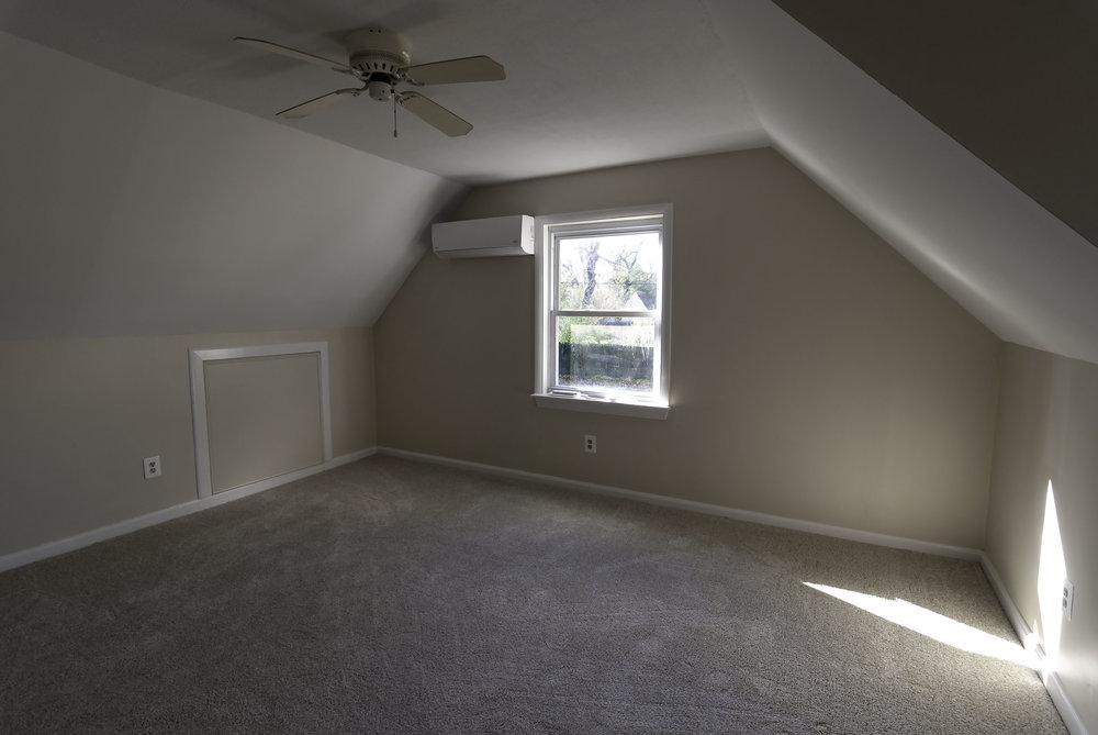 2913 Main bedroom 1 window.jpg