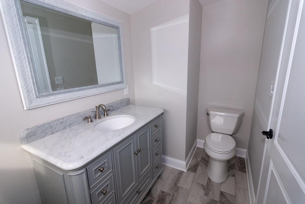 riverhouse upstairs bathroom 3.jpg