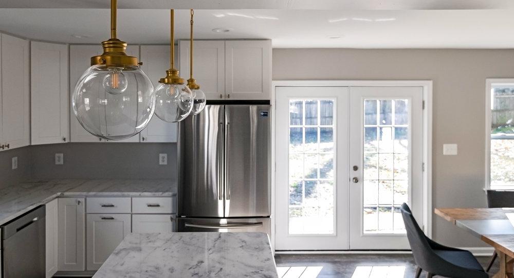 2913 Main St. kitchen pendants.jpg