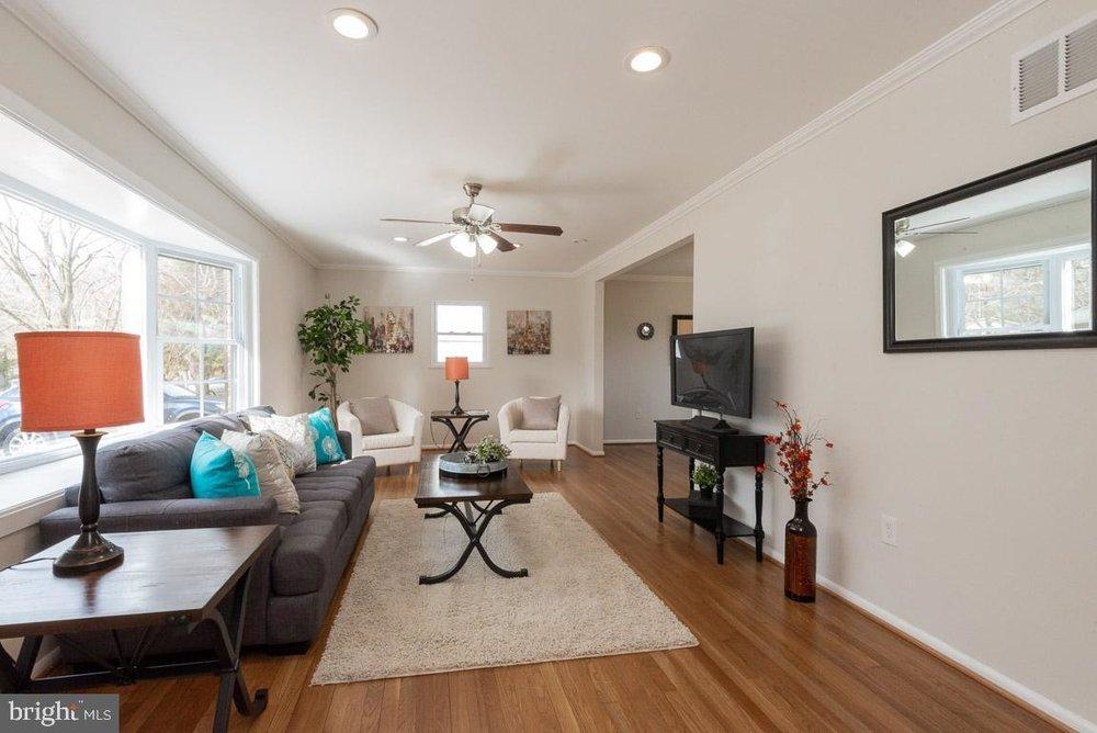 1315 McKinley living room 4.jpg