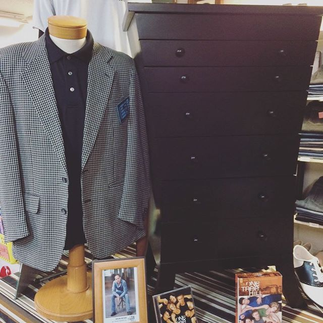 Want to own something from OTH? Yeah, we thought so. Go support a charity and have a dresser from the #OTH set using the link in our bio 🙌🏻. Also, RIP our Tree Hill binge on Netflix. Big mistake, huge.