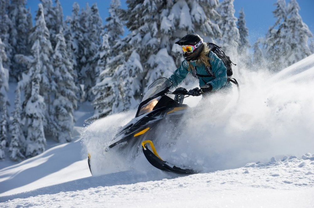 6 Tips to Stay Safe During Snowmobile Season
