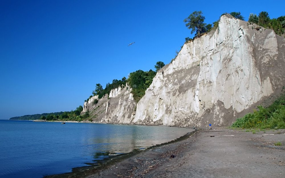 Bluffers Park & Beach   Year long, 1 Brimley Rd South   While open yearlong, Bluffer's Park does not have adequate winter maintenance, so once the snow melts and the weather warms, this area becomes a haven for the city's nature lovers.  The Scarborough Bluffs were formed more than 12,000 years ago from the Wisconsin Glacier, resulting in some of the most naturally beautiful and intriguing landscapes in the city today.  The park offers a variety of trails, and even a beach for visitors.  While Bluffer's Park is somewhat removed from from central hubs in the city, the marina in the park has a restaurant and bar that guests can visit!