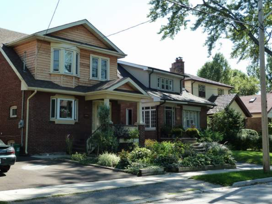 - Real EstateMimico offers a mix of older homes, newer residential developments, and low-rise apartment buildings. There are a variety of older homes, mostly bungalow, which are ideal for first home-buyers, being more affordable than other areas of the city. A number of these properties have undergone extensive renovations, which tend to be larger and at a less accessible price-point. More and more townhouse and condominium development have given rise in the neighbourhood, prompted by its desired proximity to the waterfront. Affordable rental options are also available throughout the neighbourhood, mostly found in the form of low-rise apartments along Lake Shore Boulevard.