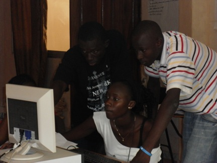3 kids on computer.jpg