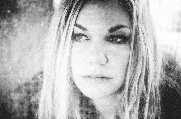 How Singer-Songwriter Kari Kimmel Landed Hundreds of TV & Film Syncs on Her Own Terms -