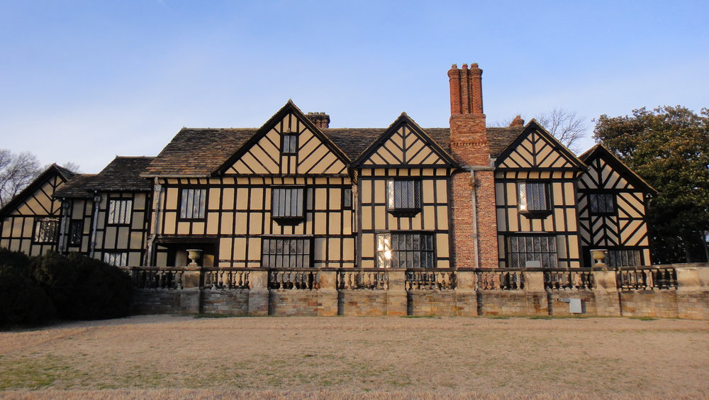 Agecroft Hall. Feel uneasy. (Photo:  Wikimedia Commons )