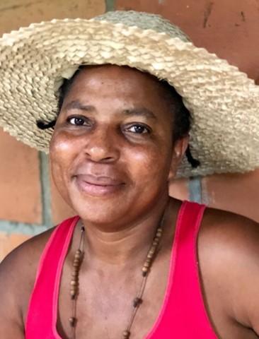 LUBERCITA PACORA:    Natural fiber weaving expert – with tetera, iraca, coconut and moisés leaves.   Experta tejedora de hojas de palma -de tetera, iraca, coco y moisés.