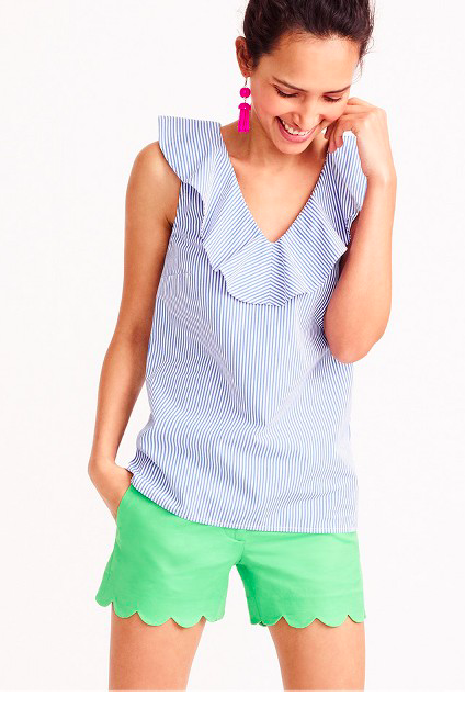 dd0fb9534cfb This v-neck top is the definition of southern style (my favorite). Pair  this with your favorite white pants