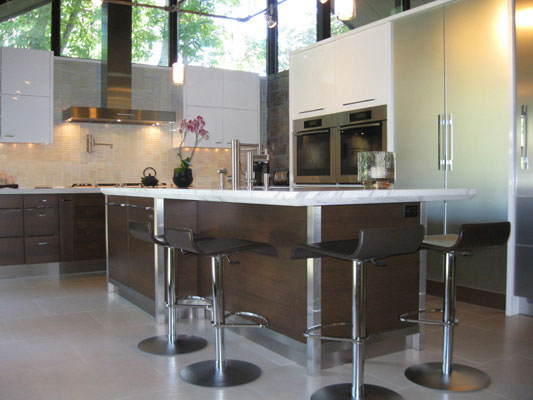 Modern kitchen with kitchen island and chairs