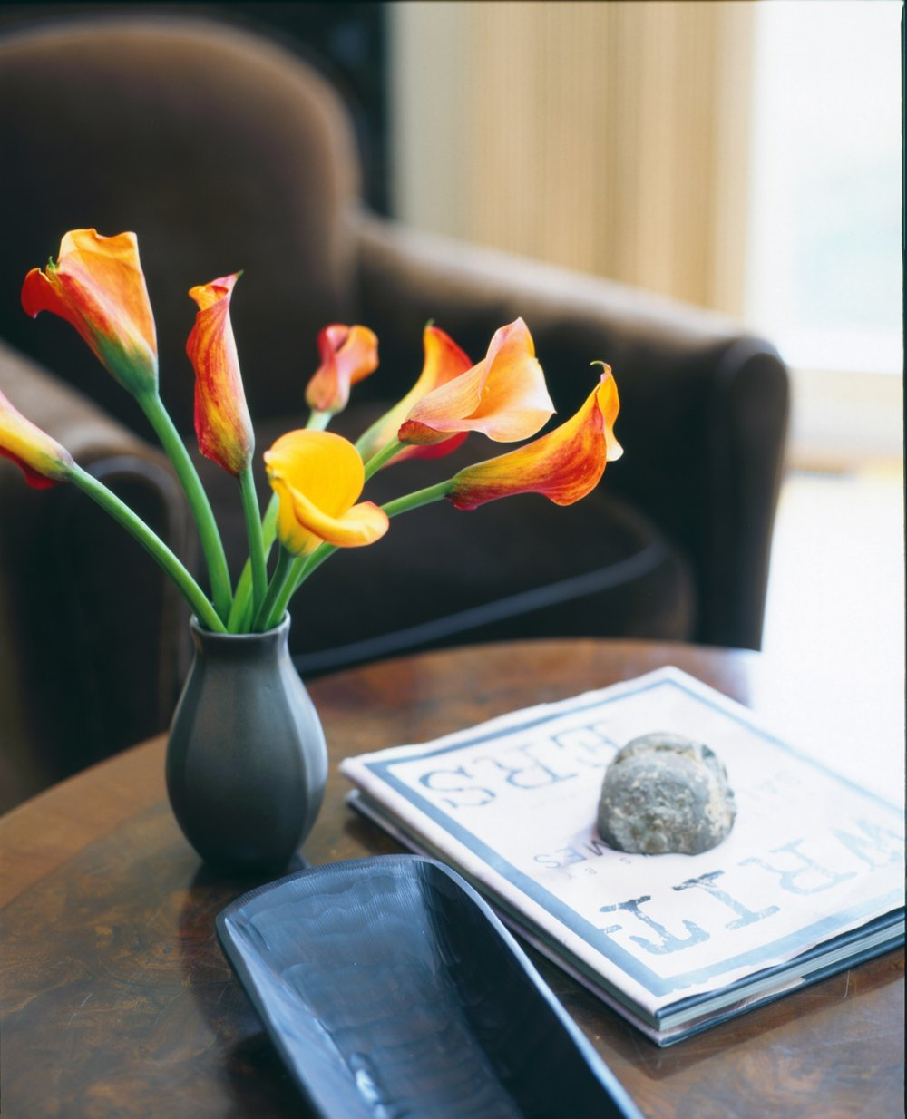Flower vase with calla