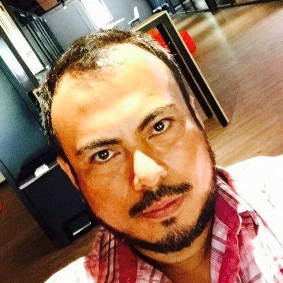 Victor Pineda   Escritor, consultor, conferencista y explorador. Hace radio desde 1997 y creó la primera estación de radio on-line de México en el año 2000.Dirige PASAJERO y conduce   Alebrije   y   Explorador    Web:   VictorPineda.com   Twitter:   @VictorPinedaMx   Instagram:   @VictorPinedaMx