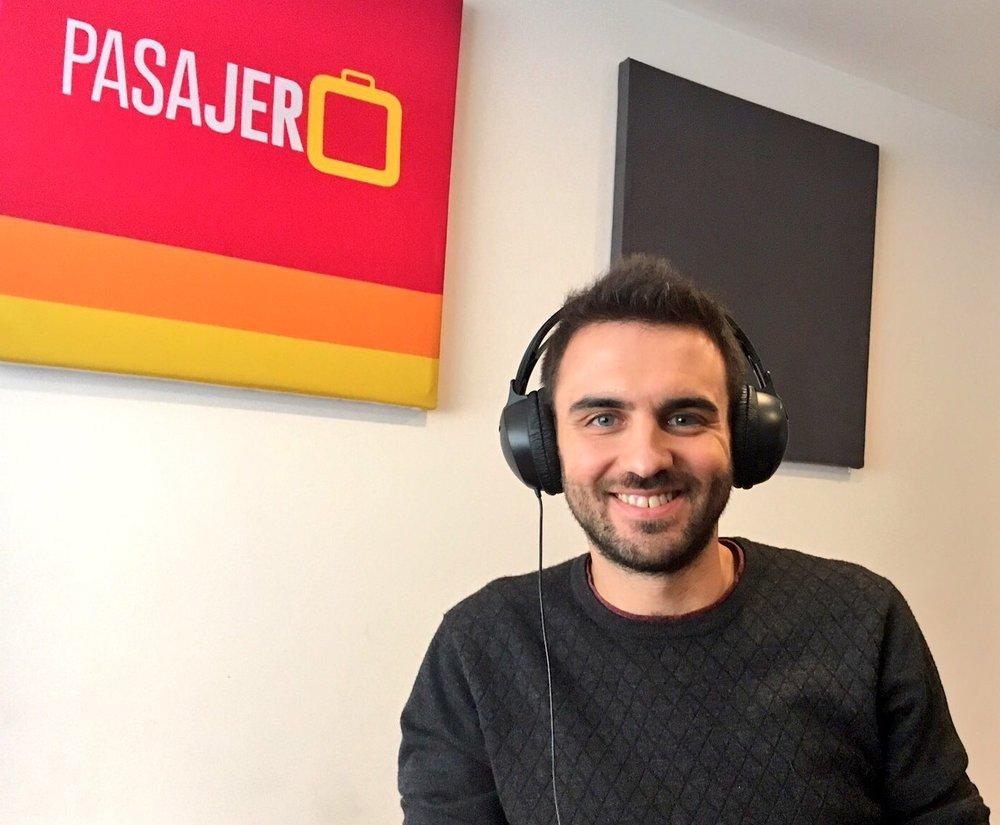 Luis de Cristobal en la cabina de PASAJERO Radio