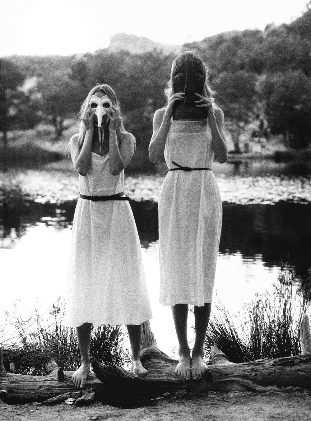 10_Kailyn_and_morgan_rose_canyon_lake_Tucson_az_pentax_67_Ilford_delta_3200_film_masks_Copyright_Taylor_Noel_Photography.jpg