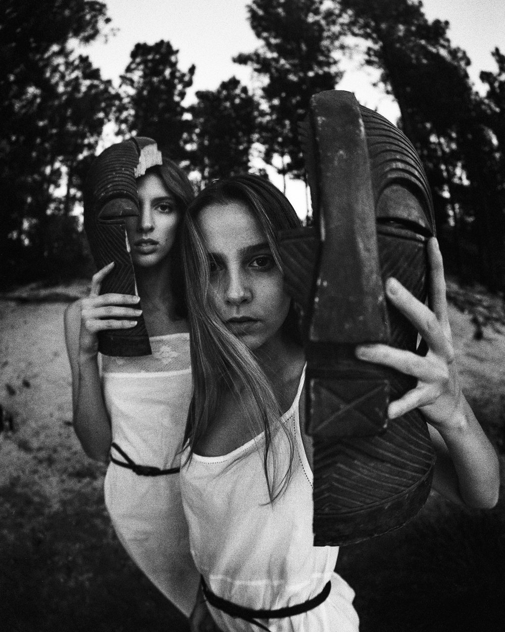 13_Kailyn_and_morgan_rose_canyon_lake_Tucson_az_pentax_67_Ilford_delta_3200_film_masks_Copyright_Taylor_Noel_Photography.jpg