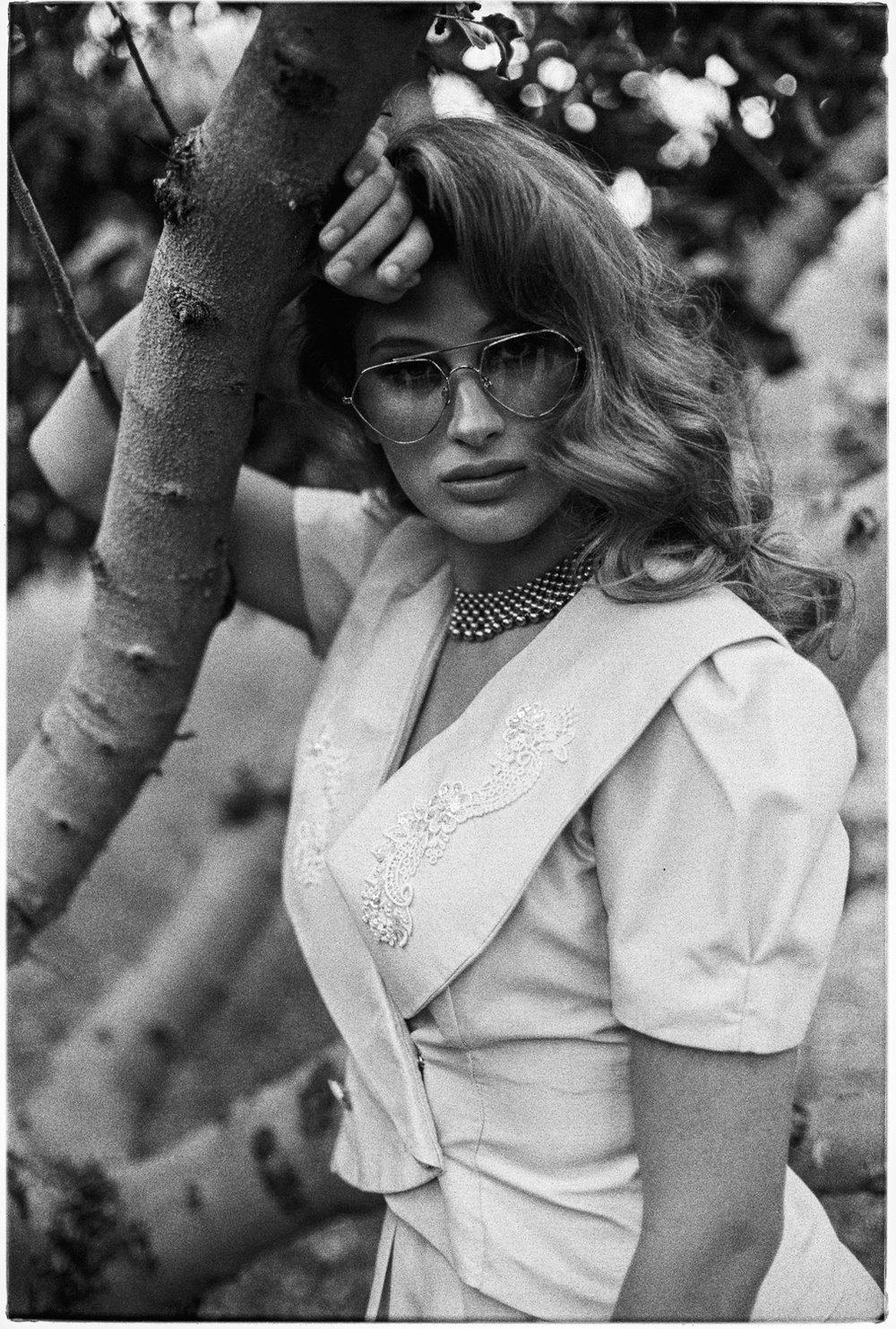8_Hannah_Vintage_Canon AE1_Kodak_Tri_X_Copyright_Taylor_Noel_Photography.jpg
