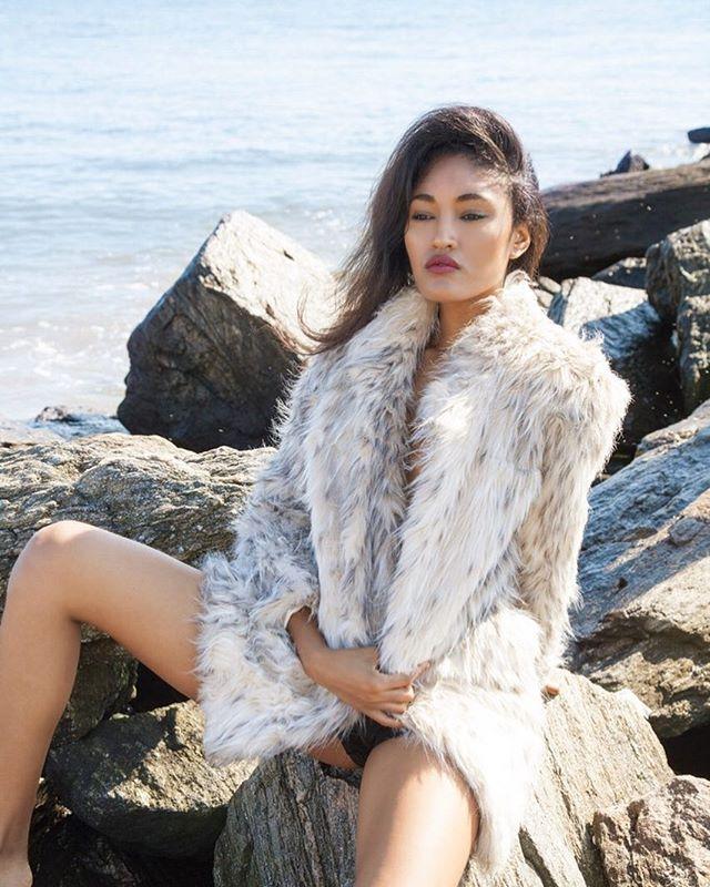 New Images with @therachelcarrington  #Portrait #Winter #Beach #fur #Modelnyc #Photography #Lifestyle #Creative #NYC #PARIS #Style #Beauty #fashion #editorial #Cestlavienyc #ellefashion #philocalymag