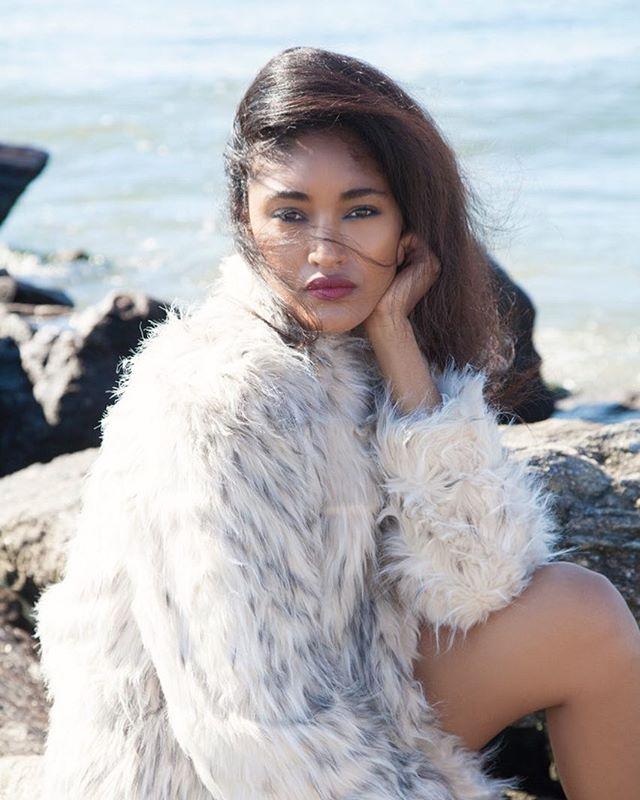 🌊 #Portrait #Winter #Fur #Beach #Photography #Lifestyle #Creative #NYC #PARIS #Style #Beauty #fashion #editorial #Cestlavienyc #magazine #Model #January