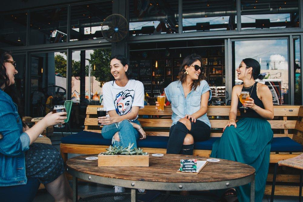 adult-alcoholic-beverages-bar-1267694.jpg