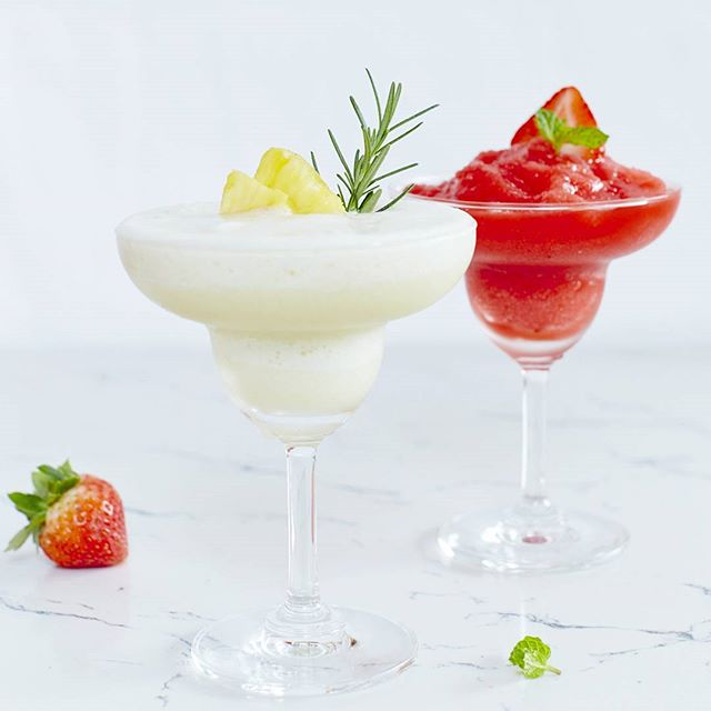 Fight off the 36c heat with some frozen strawberry daiquiri and classic frozen pina colada 😤 call 022600603 for reservation. We're located in sukhumvit 49 near racquet club. Closed monday. #cafe #lunch #cakes #desserts