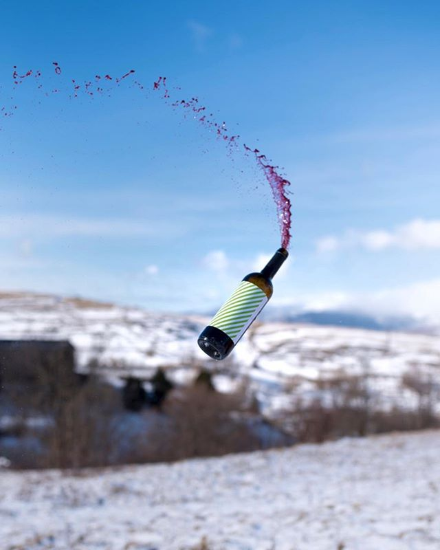 The solution for the next winter is here! 🍷❄️🤟 // (Don't get mad, I only shoot the wine splashing when it's corked 😉📸)