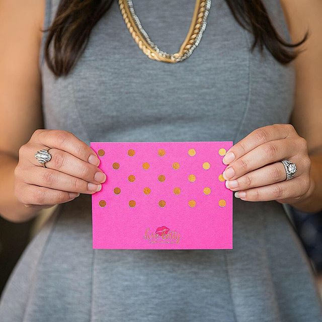 GIVEAWAY! 💌 In celebration of National Card and Letter Writing Month, we are giving a boxed set of 6 Gold Foil Note Cards in your choice of pink, grey or black. These note sets get so much praise for their style, quality and versatility. * Follow @shoplovebetty, like this post, tag a babe 👯♀️* - Winner will be announced Monday, April 8 - US residents only  #writewithlove #stylish #stationery #nationalcardandletterwritingmonth #sendmoresnailmail #paper ❤️photo love to @peyronetphotography