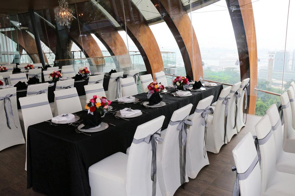 私人宴会厅 - 如需更专属的环境,您可选择私人宴会厅举办高级午餐会或优雅的社交晚宴,落地玻璃窗让美景一览无遗,定会令您的宾客赞叹不已。