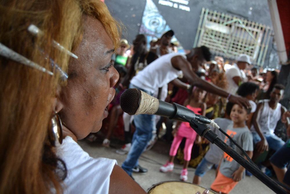 78 Diasporatt...Foto DAYANS LINEA La Habana Cuba(16 de marzo 2018)Rumba en el CALLEJON DE HAME Grupo de mujeres cubanas RUMBA MORENA 78 (2) (2).JPG