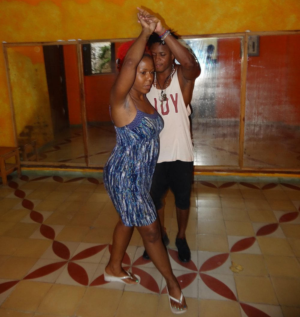 Baile en Habana - Take your pick of rhythms between Cuban dance styles of Son, Salsa, Casino or Rumba. Learn the moves in a group dance class where you'll be paired with a professional Cuban Dance Instructor.