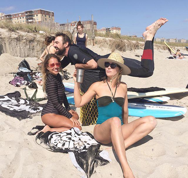 Rockaway Beach, NY . . Keep it classy today people. Happiest birthday @renewelches & Happy Labor Day! . . . . #surfhaus #surfhausdoestrash #classitup #shredtrashordie #rockawaybeach #nycsurf