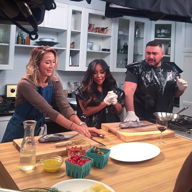 Well, that was FUN! Cooking with @snooki @misterp79 @mtv_cribs over the weekend 👩🏻🍳👨🏻🍳👩🏼🍳. Some hilarious cooking and drinking of the wine, 🍷 obvs. Is there any other way to do it? It just felt so natural 🤪 I grew another ab laughing so hard. I'll be posting more as the release approaches. Thanks for having me guys!!! 🙏🏼 def check them out, they are f'ing hysterical. . . . . #snooki #misterp79 #mtv #give0forks #givezeroforks #foodlover #eeeeeats #forkyeah #foodgram #yum #foodlover #foodshow #foodshoot #tasty #buzzfeedfood #foodporn #huffpostgram #instafood #f52grams #vscofood #drinkwhilecooking
