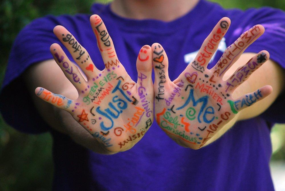 hands-423794.jpg