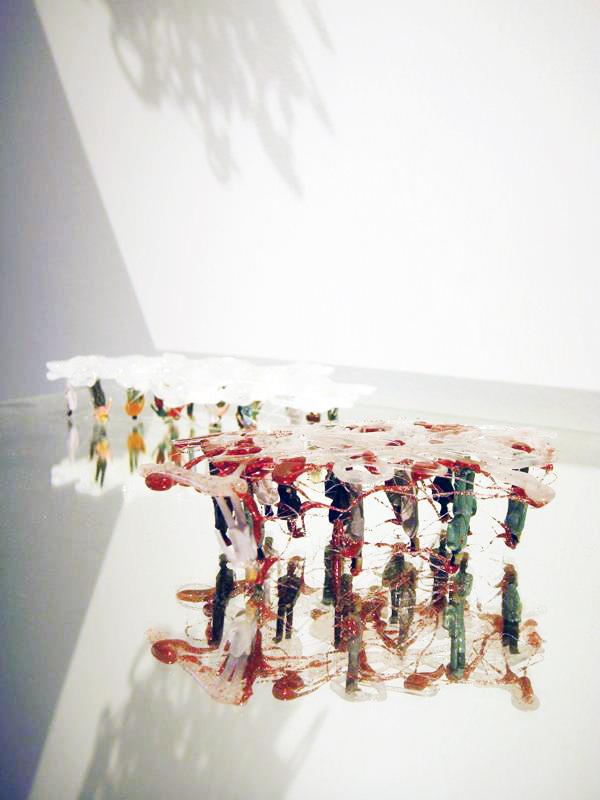 Hang Upside Down on A Cloud 1 / 2012 / Hot bond stick, Plastic, Mirror / 30x30x5 cm
