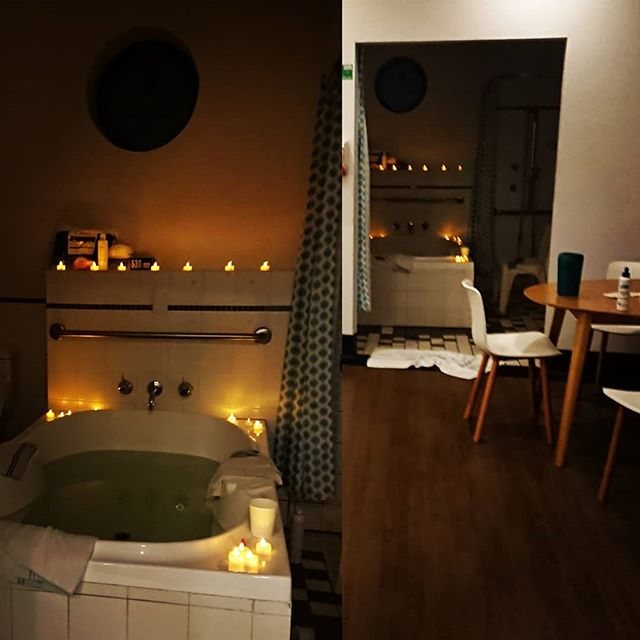 ✅ Low lighting ✅ Deep bath ✅ Soulful sounds ✅ People you trust  Some great elements in creating the perfect birthing space.  Electric candles on the cheap from ebay...so no need to scrimp. Be generous with all that twinkling goodness.  What did you have in your birth environment that helped? . . . . #naturalbirth #waterbirth #normalbirth #birthroom #gentlebirth #oxytocin #birthpartner #birthsupport #naturalhospitalbirth #borninwater #feelsafe #cosy #readyforbaby #makescontractionseasier #instantcalm #lowlighting #feelbetteralready