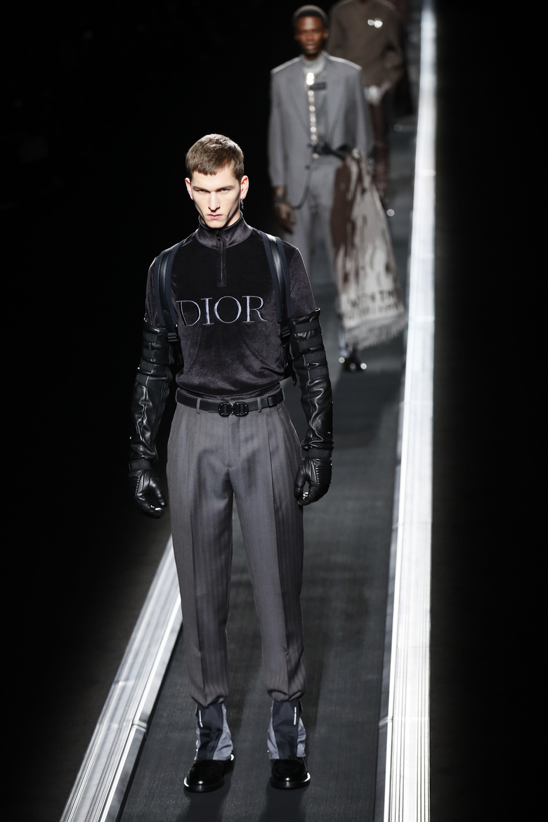 Christian Dior Winter 19 by Kim Jones. Having the models on a Airport escalator instead of walking was dope. Cleaner Pictures.